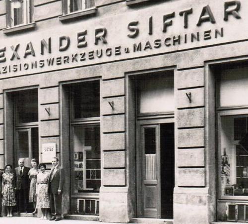 1941 - 2010